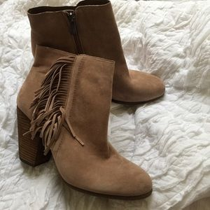 VINCE CAMUTO || nude fringe tassel ankle boots